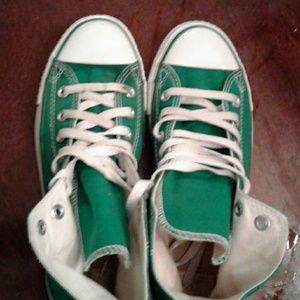 High top green Converse size 7 men 9 women